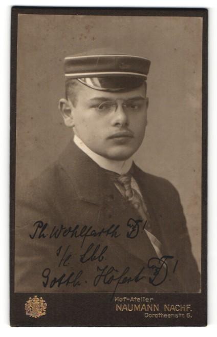 Fotografie Naumann Nachf., Leipzig, Portrait Student mit Korpsmütze und Zwicker