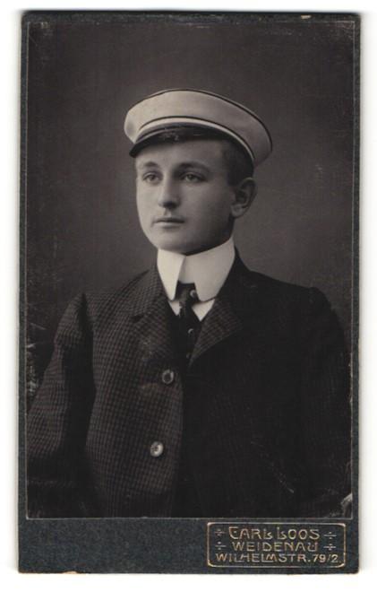 Fotografie Carl Loos, Weidenau, Portrait junger Student mit Korpsmütze