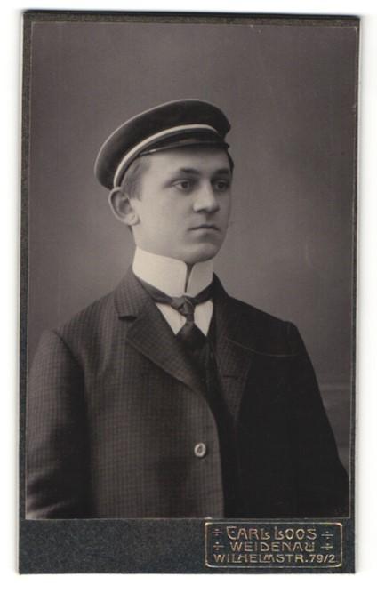 Fotografie Carl Loos, Weidenau, Portrait Student mit Korpsmütze