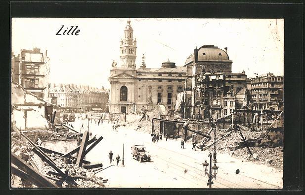 AK Lille, Strasse mit Strassenbahn und zerstörten Häusern