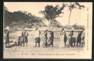 AK Uèlé, Hommes portant an Arbre pour Construction