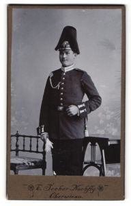 Fotografie C. Seeber Nachflg., Oberwiese, Portrait junger Soldat eines Garde-Regiments mit Sachsen-Pickelhaube