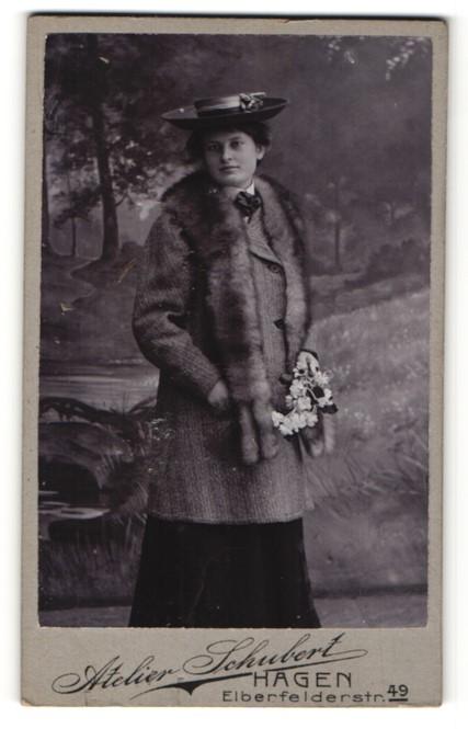 Fotografie Atelier Schubert, Hagen, Portrait Dame mit Pelzschal