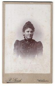 Fotografie R. Gast, Würzburg, Portrait Fräulein mit Hochsteckfrisur