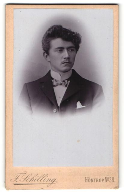 Fotografie F. Schilling, Höntrop, Portrait junger Herr mit zeitgenöss. Frisur