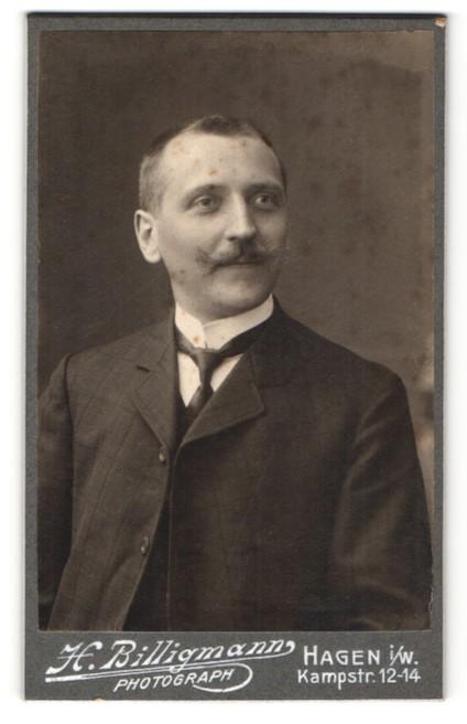 Fotografie H. Billigmann, Hagen i/W, Portrait Herr mit Oberlippenbart
