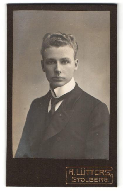 Fotografie H. Lütters, Stolberg, Portrait junger Herr mit zeitgenöss. Frisur