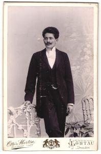 Fotografie Otto Martin, Löbtau, Portrait junger Herr mit zeitgenöss. Frisur