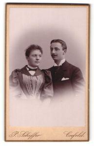 Fotografie P. Schiffer, Crefeld, Portrait junges bürgerliches Paar