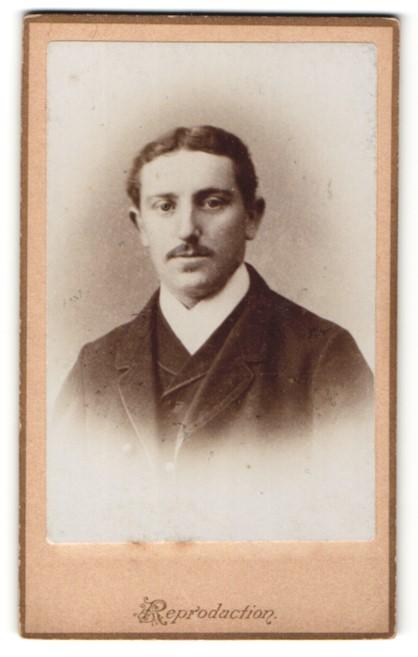 Fotografie Adalbert Werner, München, Portrait junger Mann mit zeitgenöss. Frisur