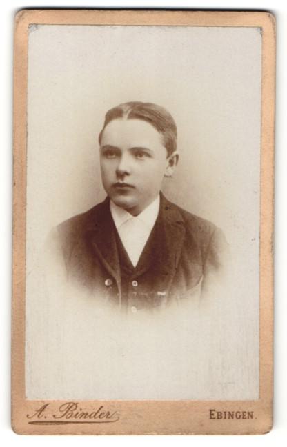Fotografie A. Binder, Ebingen, Portrait Knabe mit Mittelscheitel