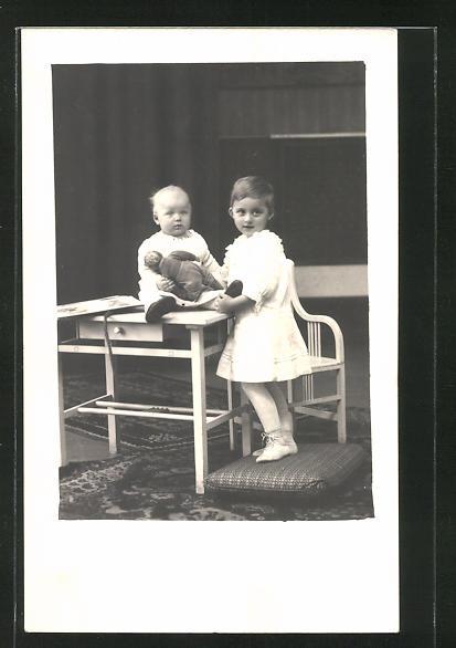 AK Mädchen mit Kleinkind & Puppe