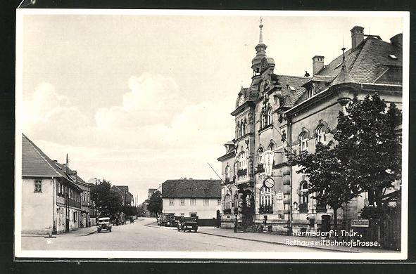 AK Hermsdorf i. Thür., Partie in der Bahnhofstrasse mit Rathaus 0
