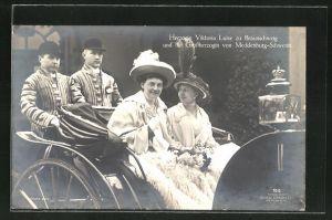 AK Herzogin Victoria Luise zu Braunschweig und die Grossherzogin von Mecklenburg-Schwerin bei einer Kutschfahrt