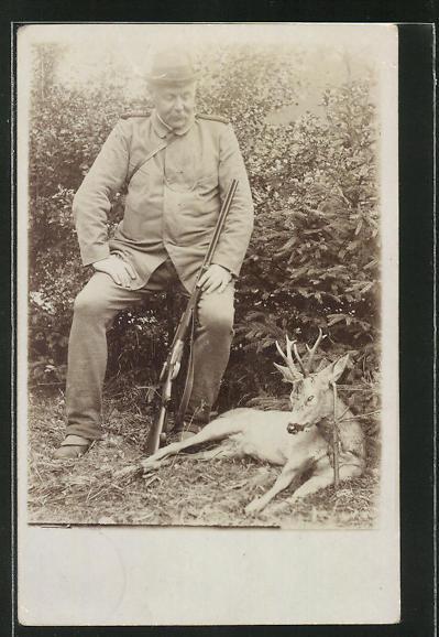 AK Stolzer Jäger mit seiner Beute