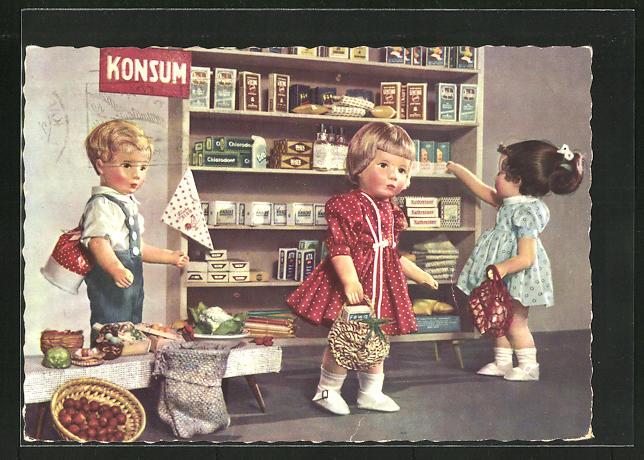AK Käthe Kruse-Puppen kaufen im Konsum ein