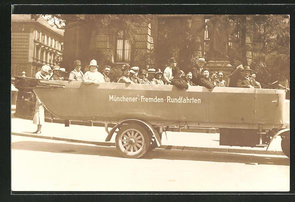 Foto-AK Passagiere in einem Bus der Münchener Fremden-Rundfahrten 0
