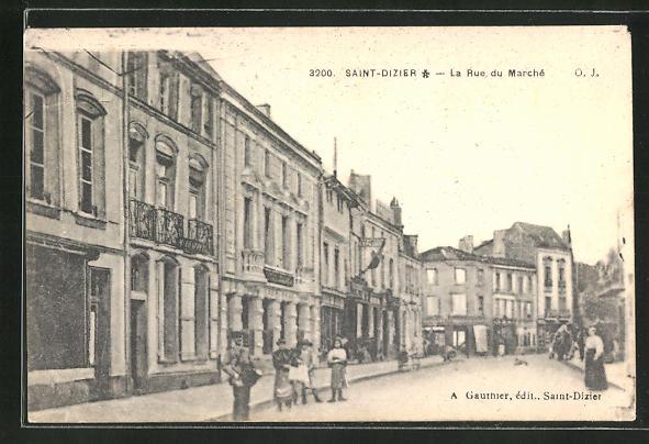 AK Saint-Dizier, La Rue du Marché 0