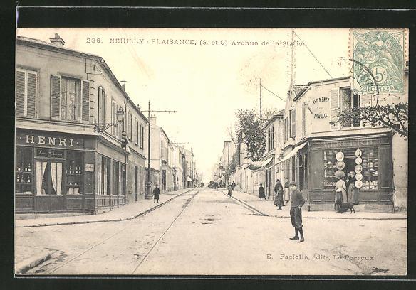 AK Neuilly-Plaisance, Avenue de la Station 0