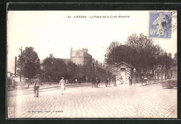 AK Vierzon, La Place de la Croix-Blanche