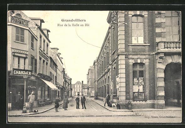 AK Grandvilliers, Rue de la Halle au Blé 0