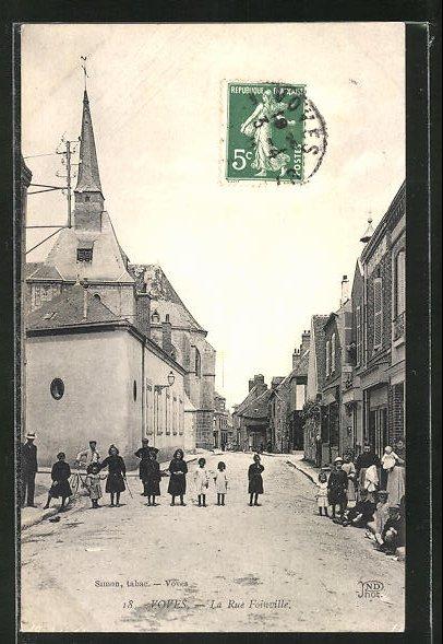 AK Voves, La Rue Foinville, Kinder und Kirche