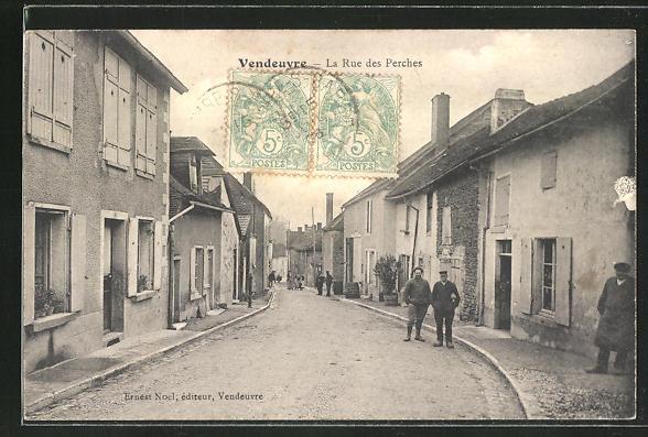 AK Vendeuvre, La Rue des Perches, Strassenansicht mit Personen 0