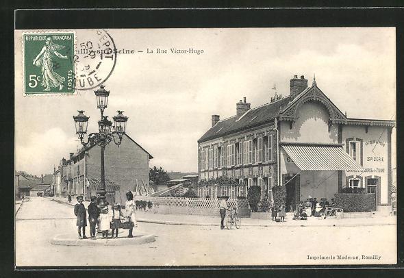 AK Romilly-sur-Seine, La Rue Victor-Hugo, Epicerie, Lebensmittelgeschäft 0