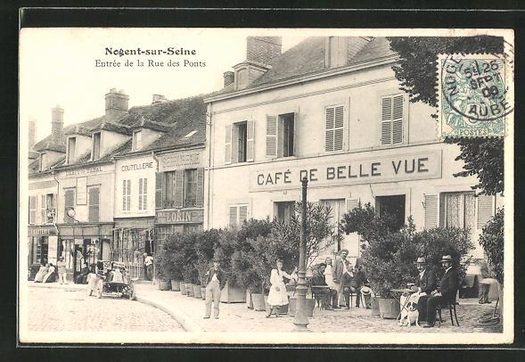 AK Nogent-sur-Seine, entree de la Rue des Ponts, Cafe de Belle Vue, Automobil