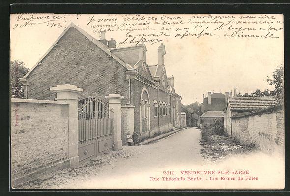 AK Vendeuvre-sur-Barse, Rue Theophile Boutiot, Les Ecoles de Filles 0