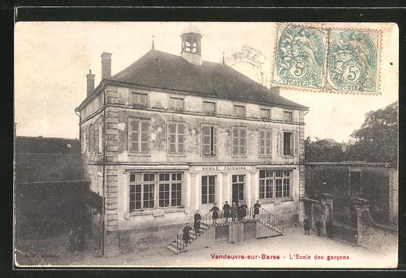 AK Vendeuvre-sur-Barse, L'Ecole des garcons 0
