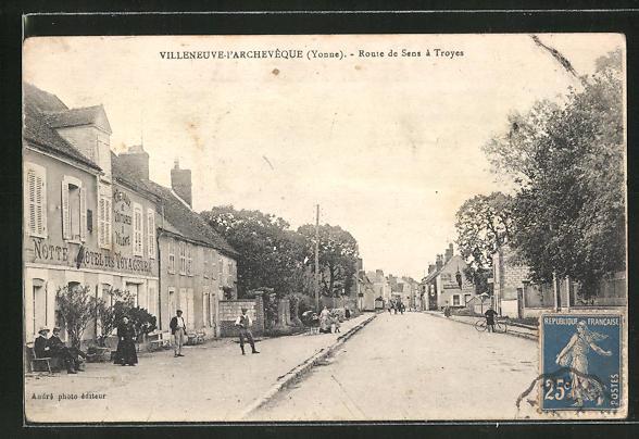 AK Villeneuve-l'Archeveque, Route de Sens a Troyes 0