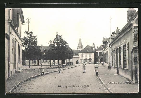 AK Plancy, Place de la Halle 0
