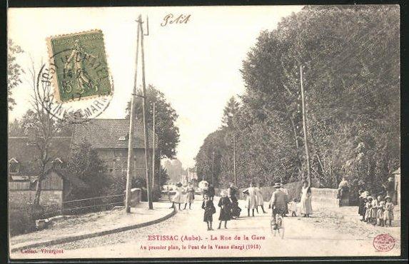 AK Estissac, La Rue de la Gare