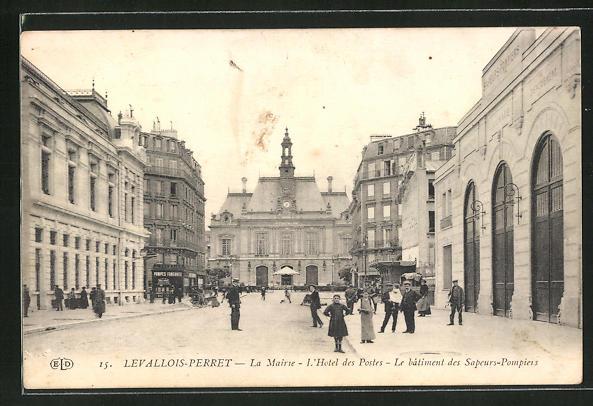 AK Levallois-Perret, La Mairie, L'Hotel des Postes, Le batiment des Sapeurs-Pompiers 0