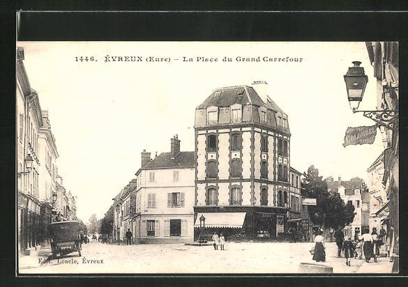 AK Évreux, La Place du Grand Carrefour 0
