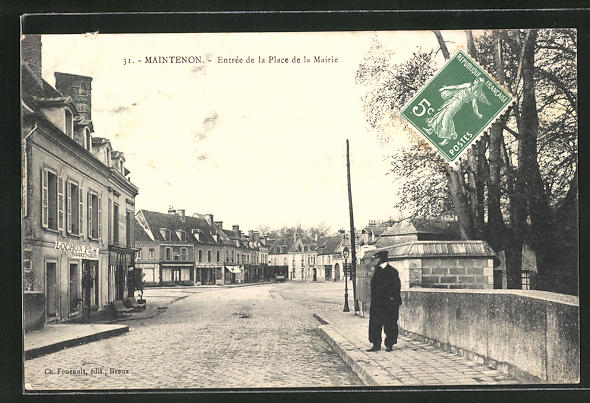 AK Maintenon, Entrée de la Place de la Mairie 0