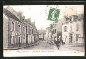 AK Nogent-Le-Roi, La Rue de la Volaille et le Chateau, Cafe-Restaurant