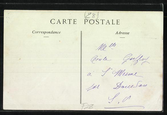 AK Nogent-Le-Roi, La Rue de la Volaille et le Chateau, Cafe-Restaurant 1