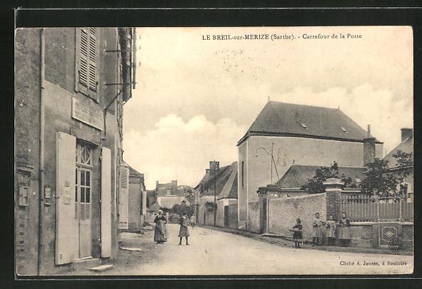 AK Le Breil-sur-Merize, Carrefour de la Poste 0