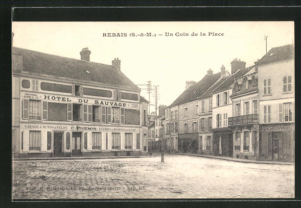 AK Rebais, Hotel du Sauvage, un Coin de la Place