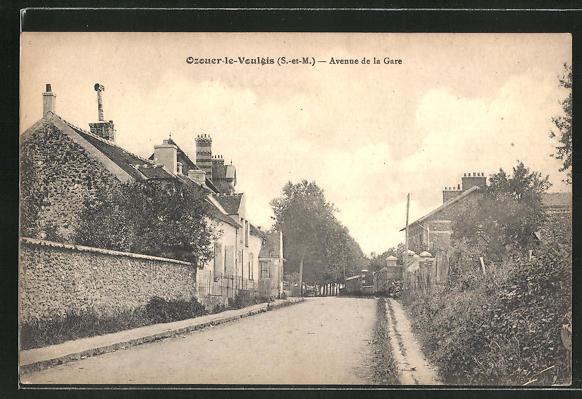 AK Ozouer-le-Voulgis, Avenue de la Gare