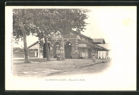 AK La Ferté-St-Aubin, Place de la Halle 0