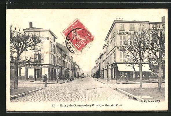 AK Vitry-le-Francois, Rue du Pont, Strassenpartie im Ortskern 0