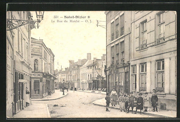 AK Saint-Dizier, La Rue du Marché