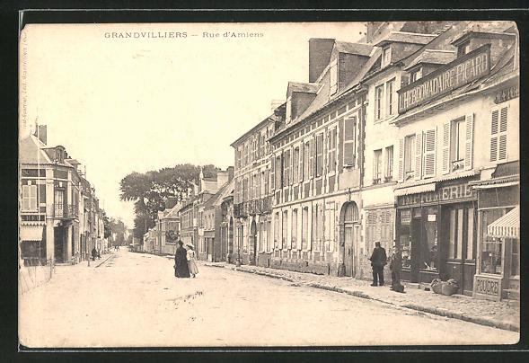 AK Grandvilliers, Rue d'Amiens, Strassenpartie 0