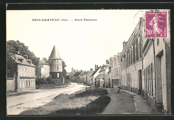 AK Trie-Chateau, Route Nationale, Strassenpartie im Ort 0
