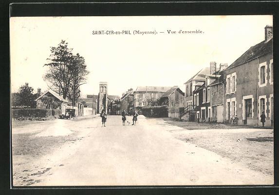 AK Saint-Cyr-en-Pail, Vue d'ensemble, Strassenpartie im Ortskern 0