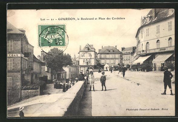 AK Gourdon, Le Boulevard et Place des Cordeliers 0
