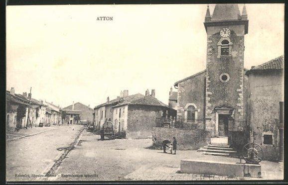 AK Atton, Strassenpartie bei der Kirche 0